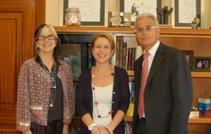 Montserrat García Balletbó, Rosa Visiedo (rectora de la CEU-UCH), y el doctor Cugat. Fuente: CEU-UCH
